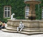 Nádvoří s fontánou / hodiny v Klementinu